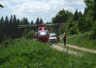 Le choix entre le transport en hélicoptère ou en ambulance est fait par les professionnels