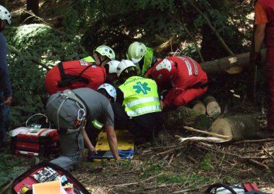 On peut voir ici les différents intervenants à ce cours (REGA, ambulanciers et colonne de secours)
