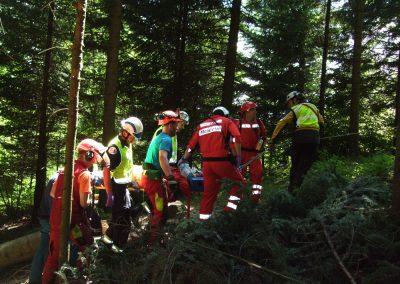 Les conditions en pleine forêt rendent souvent l'évacuation difficile