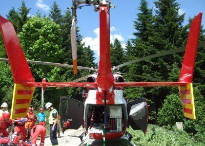 L'hélicoptère est prêt à recevoir le blessé