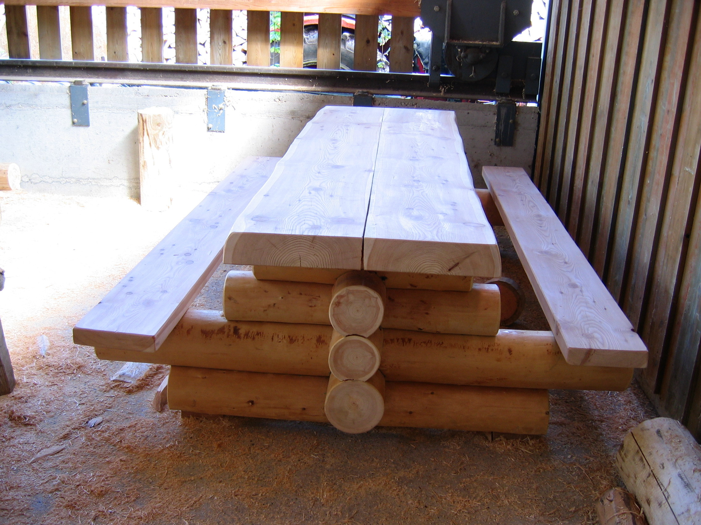 Table en fuste (techique de taille)