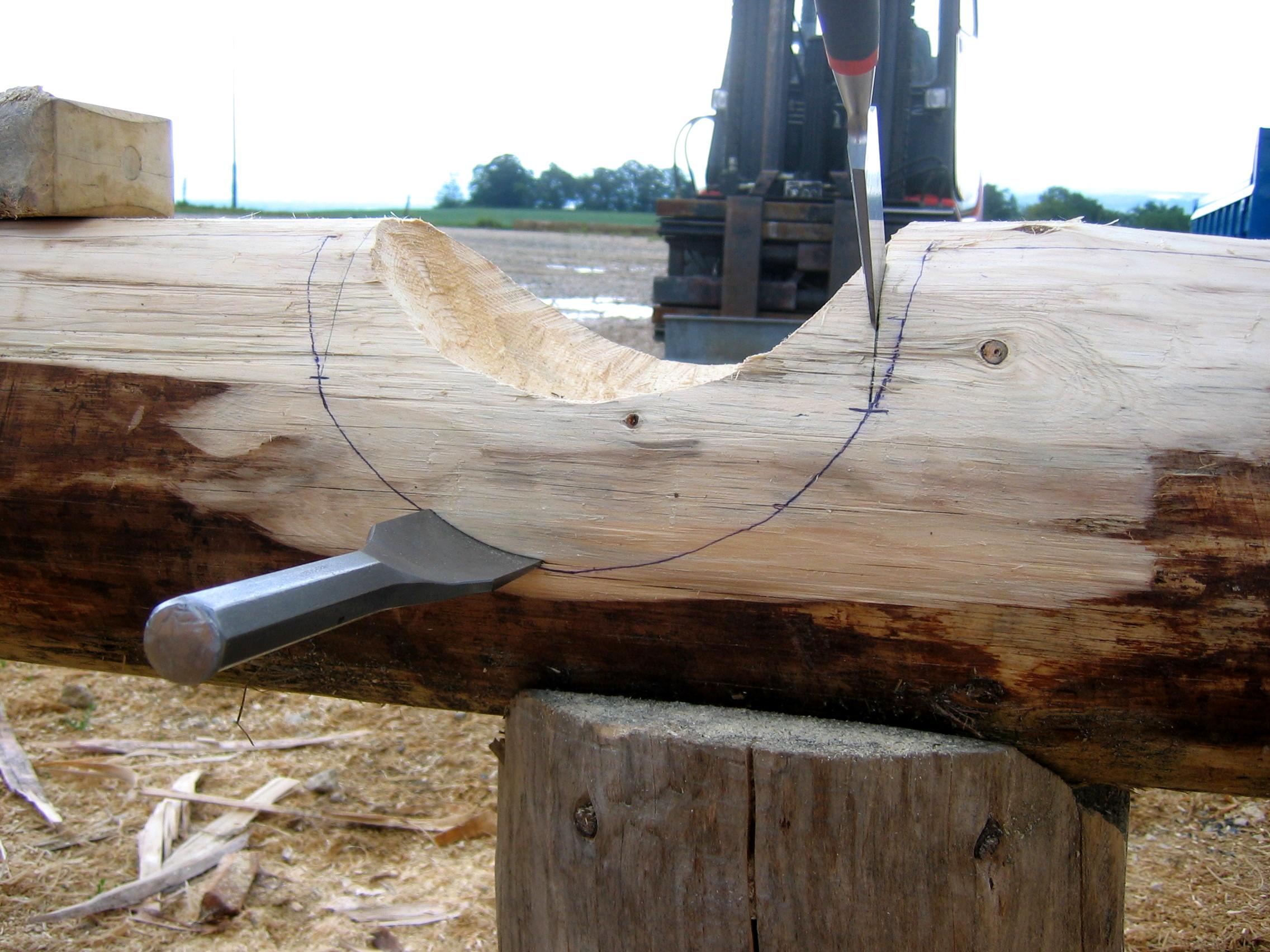 Un ciseau est utilisé pour que les fibres ne s'arrachent pas
